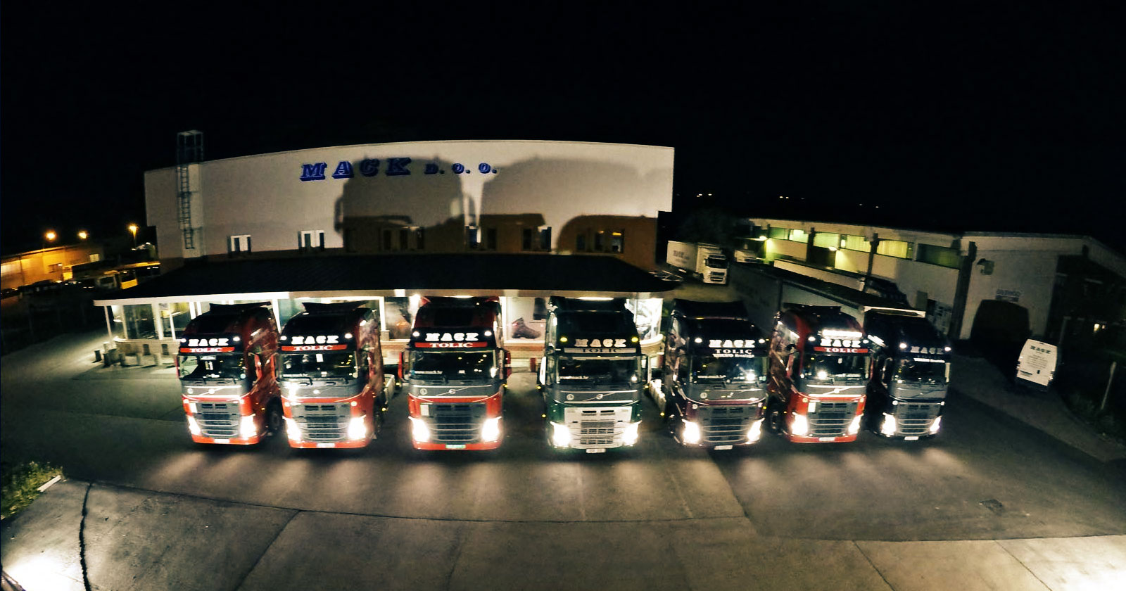 MACK SAMOBOR Night Trucks